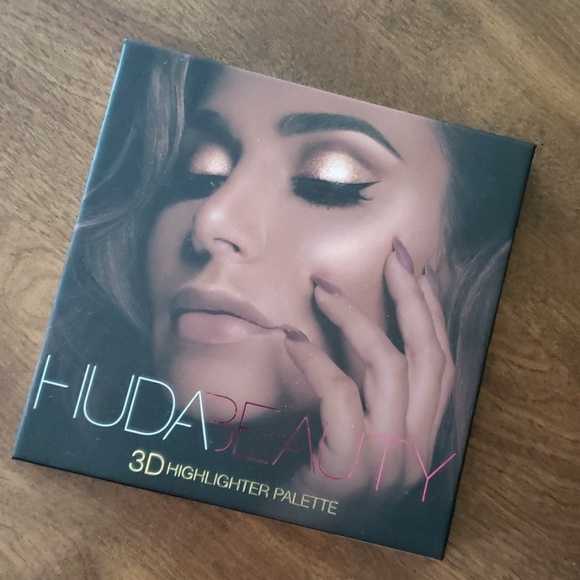 HUDA BEAUTY Other - BNWT HUDA BEAUTY 3D Highlighter palette